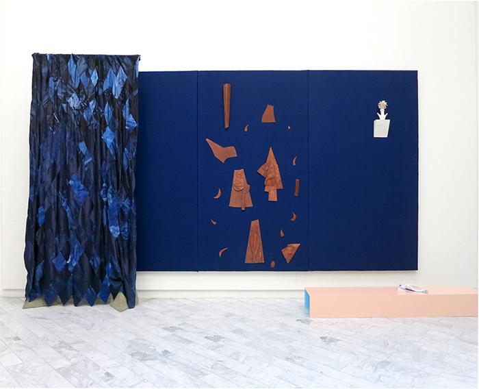blue-wall-dressing-room-