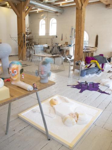 Island Lifes værker i atelieret