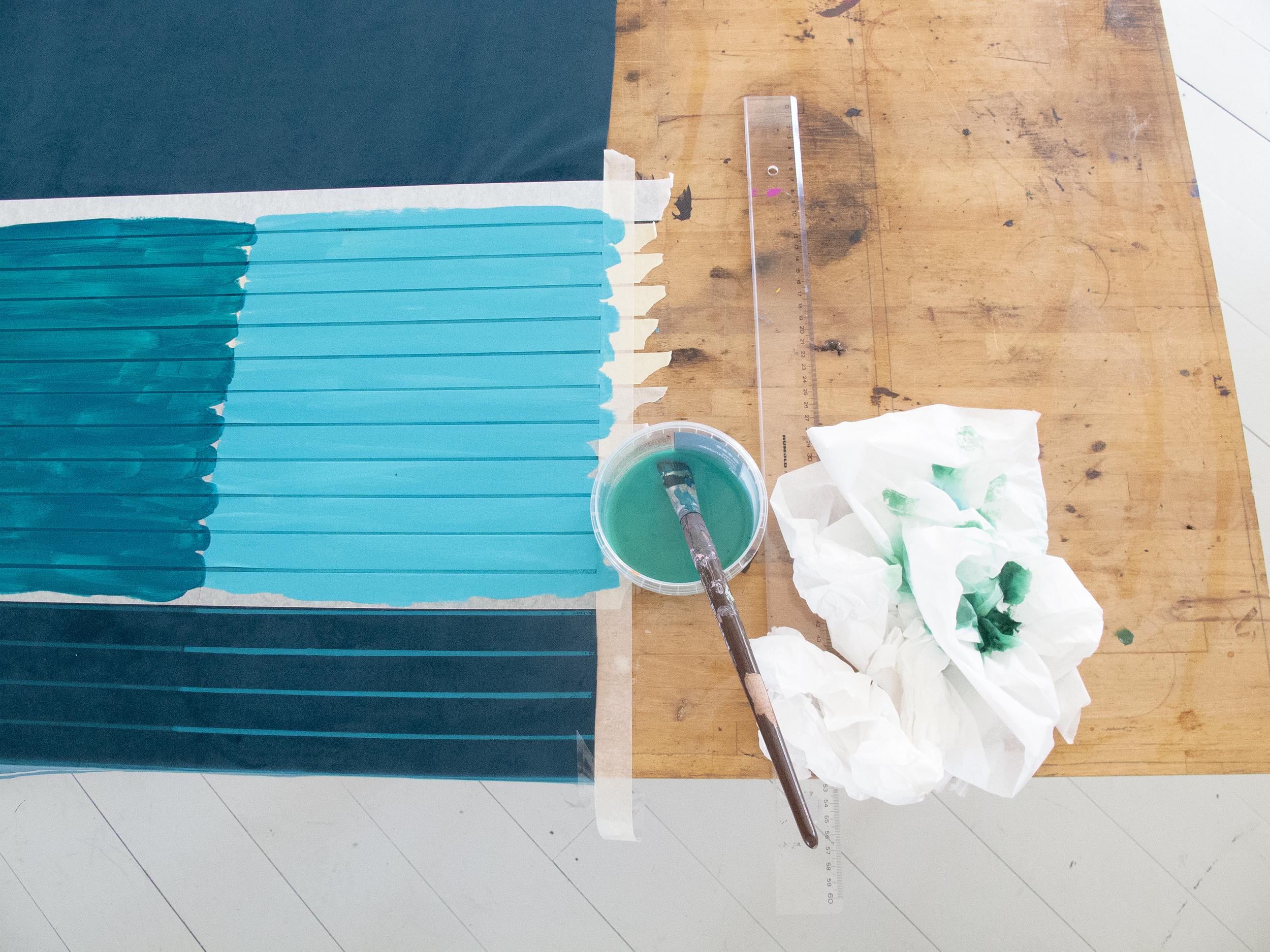 Forsidestof / eksperimenter med maling på velour og andre farveeksperimenter i større skala