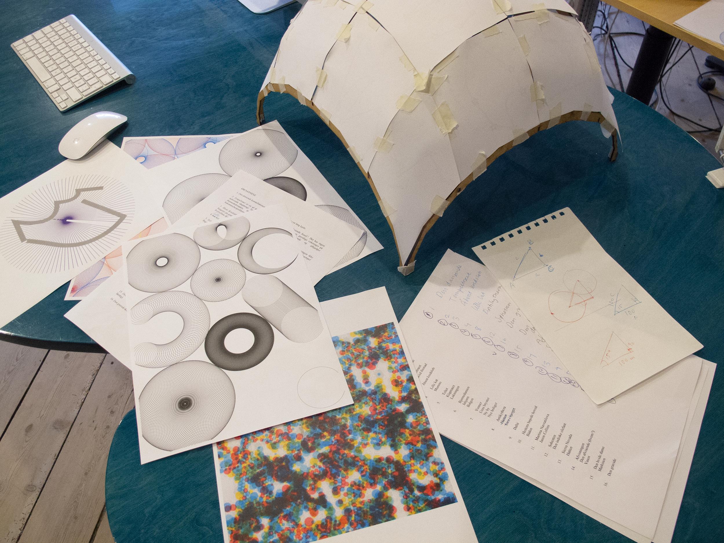 Model af pavillon og skitser til mønster
